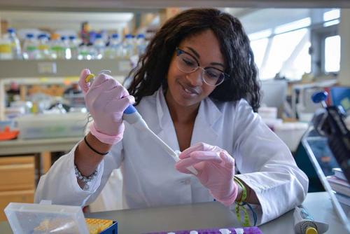 Fatimat Almentina Ramos Shidi works in the lab.