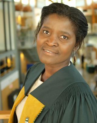 Dr. Titi Kunkel