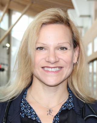Dr. Jacqueline Pettersen